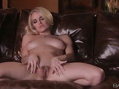 Hot blonde Ashley spends the brush simply time fingering the brush